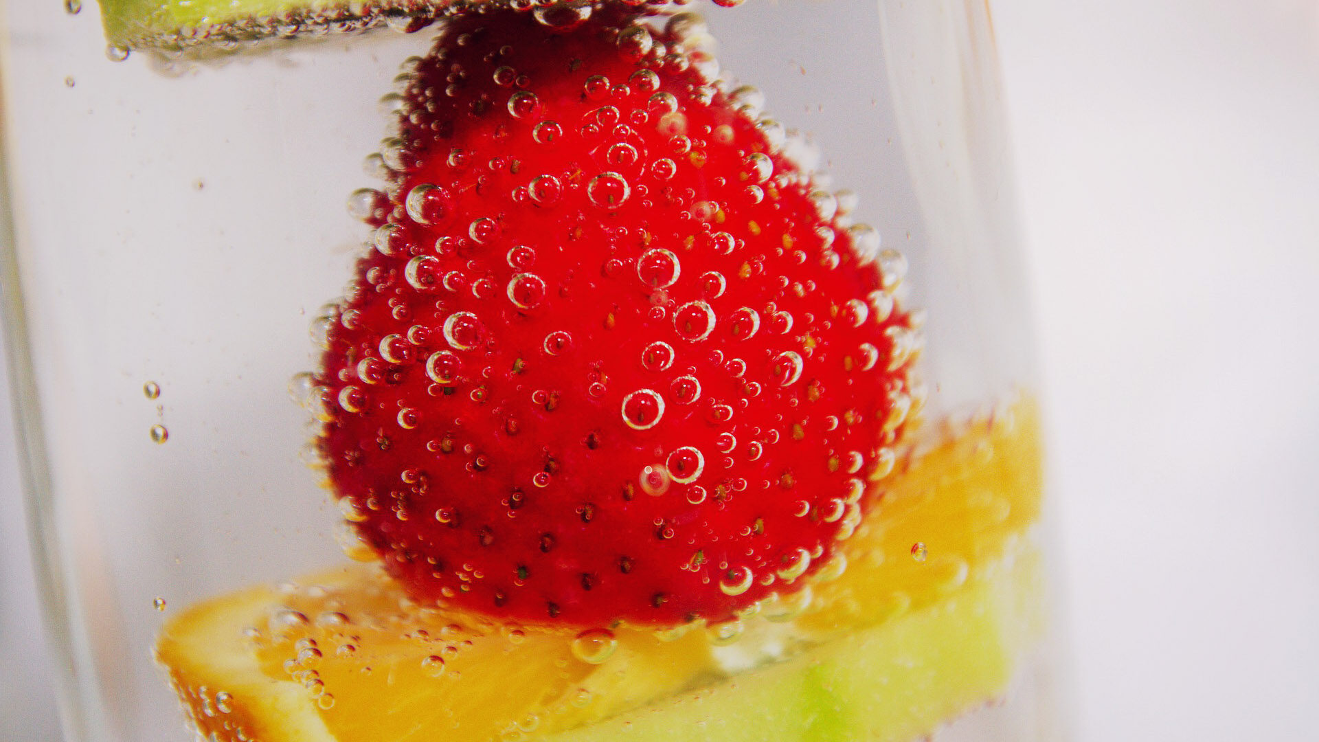 A Detailed Look Into Fruit Infuser Water Bottles